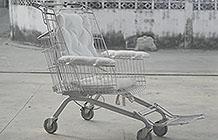 泰国超商Tesco公益创意 手推车轮椅