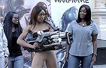 Warframe游戏街头恶搞 光子枪