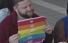 汉堡王同性恋游行广告活动  一样的汉堡包