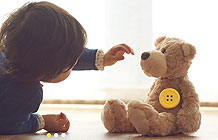 日本博报堂广告公司推出一个创意智能纽扣 陪孩子聊天