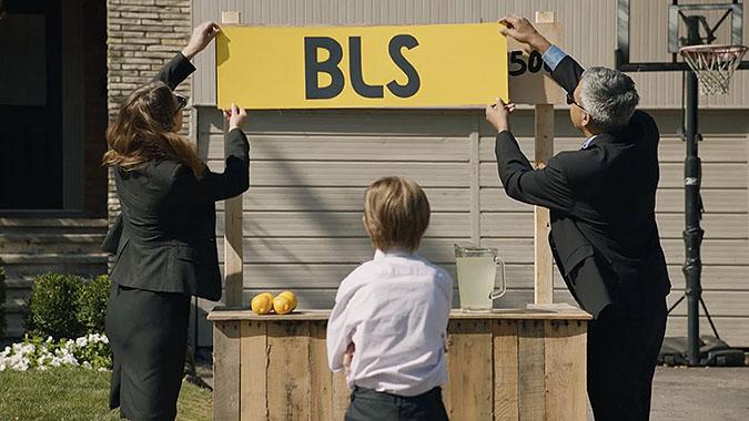加拿大广告公司Zulu恶搞 比利柠檬水摊