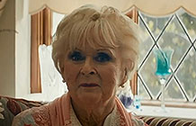 雷诺汽车F1周年庆活动 传奇女车手Rosemary Smith