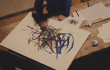 日本尼桑请来了一位知名艺术家来设计测试跑道
