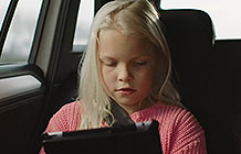 荷兰大众汽车创意活动  让孩子看看窗外