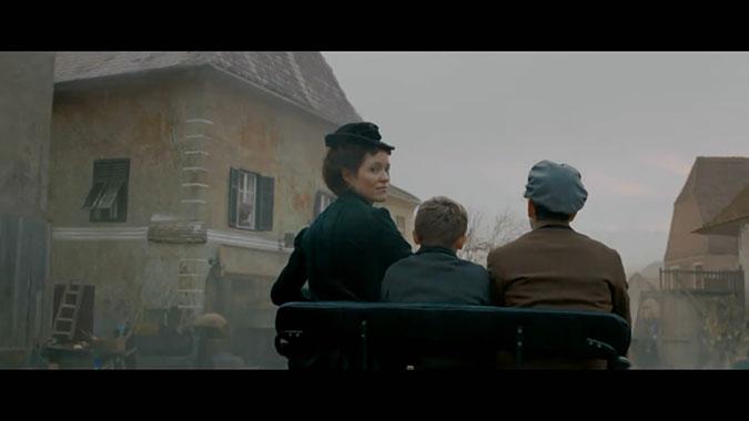 奔驰汽车三八妇女节创意广告 贝尔莎奔驰