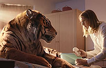 英国WWF圣诞节广告 老虎闯进家