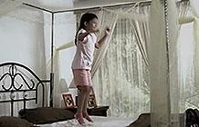 印度尼西亚公益组织PKBI广告 蹦床的女孩