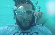 这款手机防水防广告,快看
