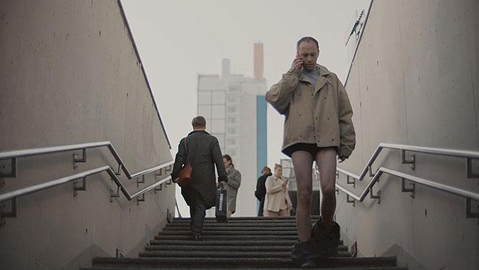 三星手机创意广告 脱裤子的世界