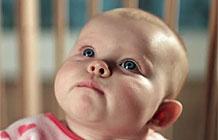 帮宝适录制了一段婴儿拉粑粑的表情