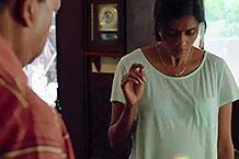 印度脑洞广告,姑娘怀了一个怪胎...