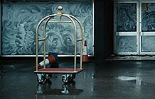 英国Jurys Inn连锁酒店广告  行李车的遭遇