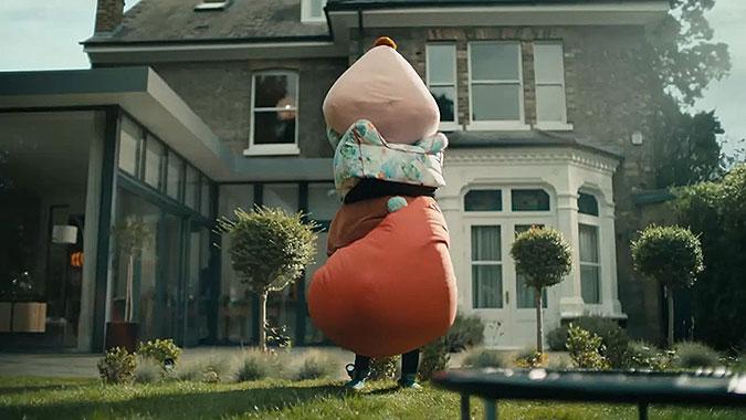 英国超商John Lewis疫情创意广告 偷偷摸摸的家具