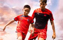安踏全新宣传广告 要让孩子们踢足球