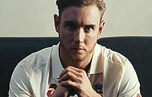 英国新百伦板球队赞助广告 伟大不是恩赐